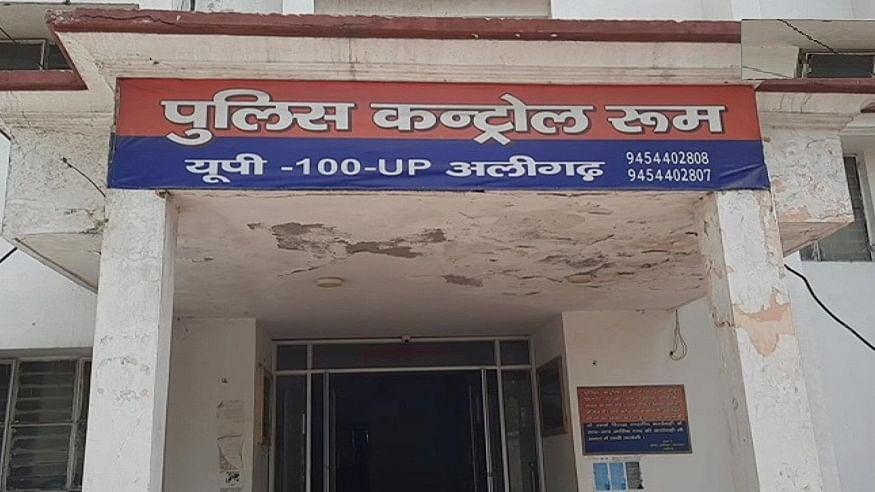 यूपी पुलिस गजब है! कार चलाते हुए नहीं पहना 'हेलमेट' तो काट दिया 1 हजार रुपये का चालान