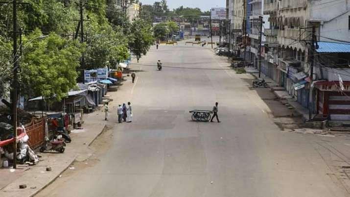 महाराष्ट्र में और सख्त हुआ 'लॉकडाउन', अब सिर्फ 4 घंटे खुलेंगी किराना, फल-सब्जी की दुकानें