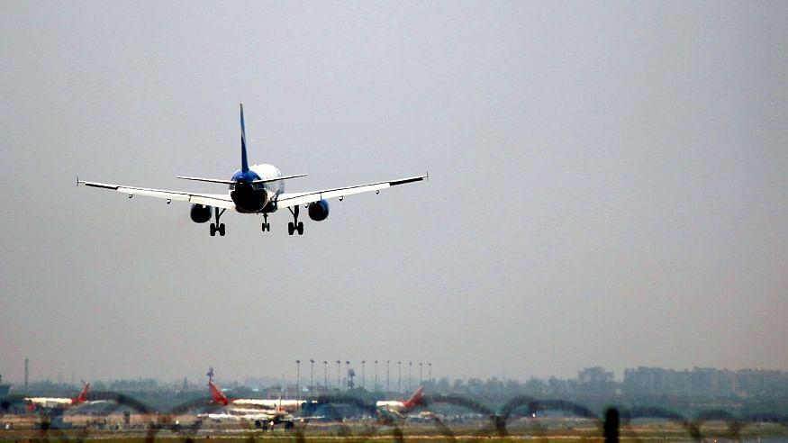 देश में कोरोना के बढ़ते कहर के बीच अंतर्राष्ट्रीय उड़ानों पर लगी रोक 31 मई तक बढ़ी, केंद्र सरकार का फैसला