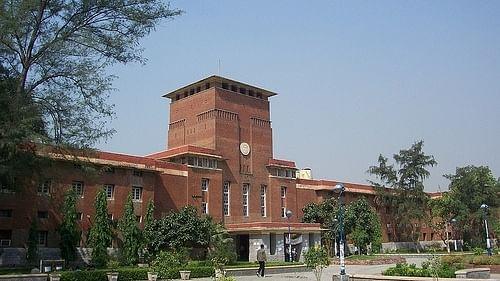 दिल्ली के कॉलेजों में भी कोरोना का कहर, DU के 500 शिक्षक हुए संक्रमित, जान गंवाने वालों के लिए मांगे ढाई करोड़ का मुआवजा