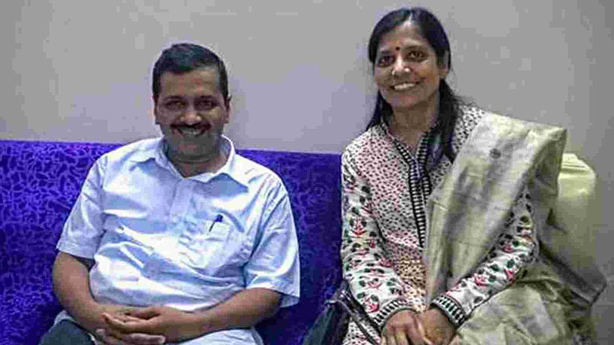 दिल्ली में हर पांचवा संक्रमित अस्पताल में भर्ती, केजरीवाल की पत्नी भी मैक्स साकेत ले जाई गईं
