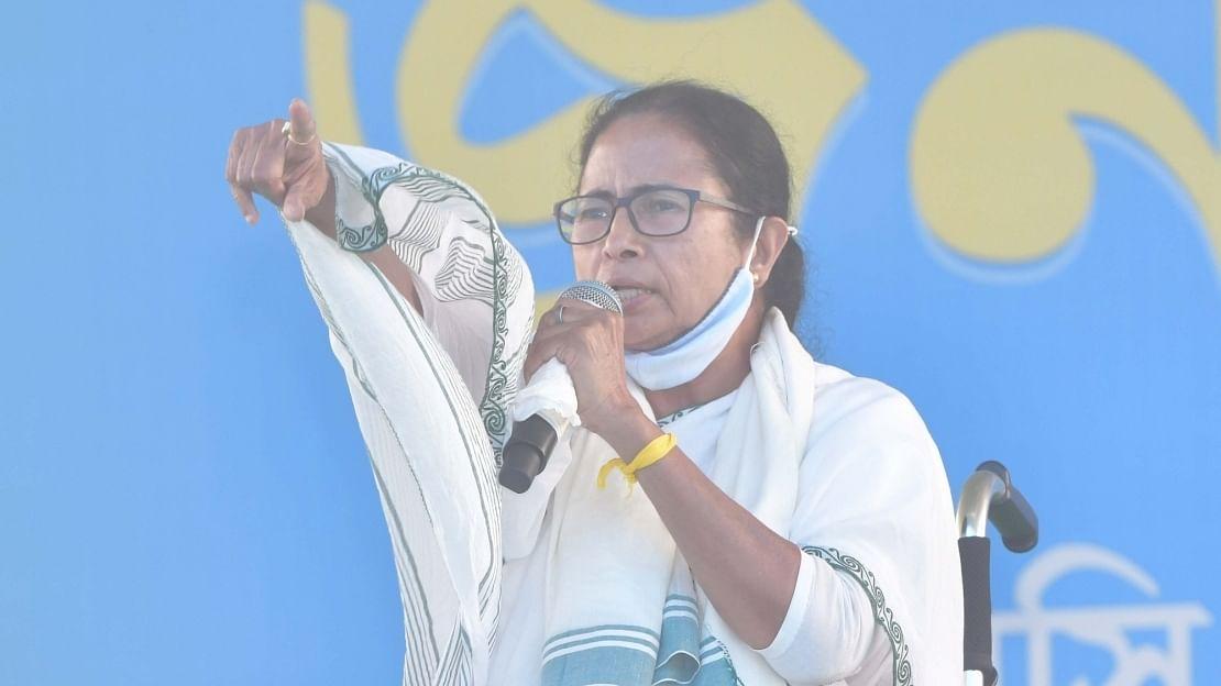 कोरोना का कहर: ममता बनर्जी ने रद्द की बड़ी रैलियां, पीएम मोदी से इस्तीफे की मांग