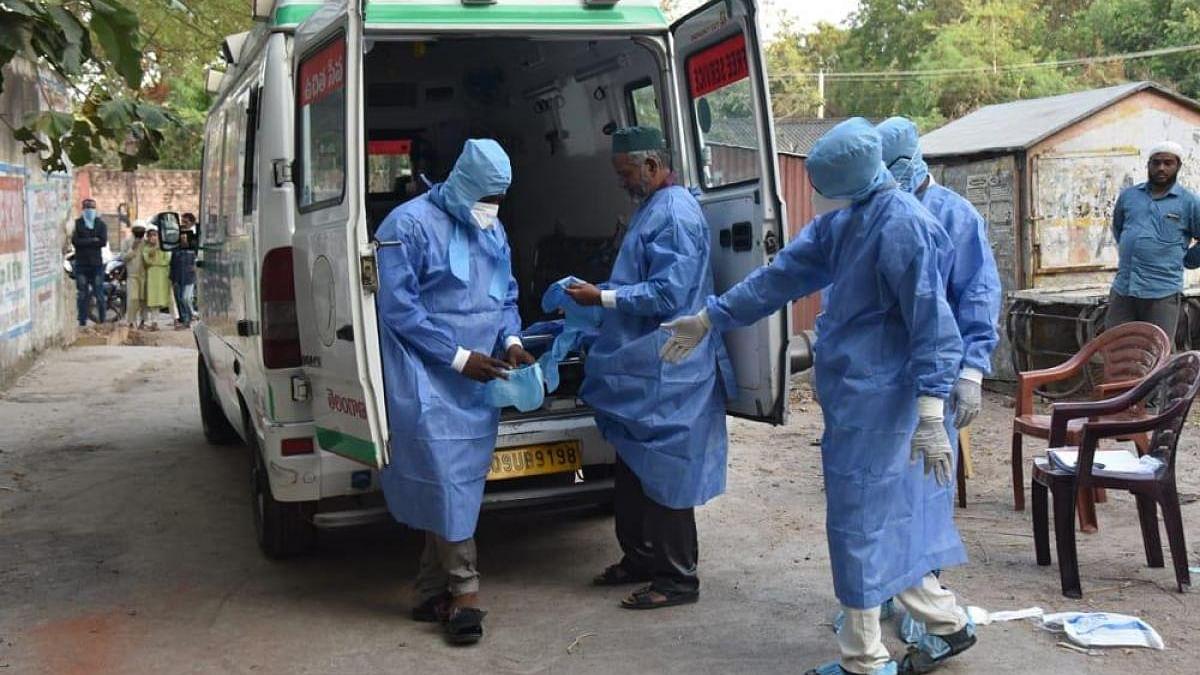 उत्तर प्रदेश में हर रोज बढ़ रहा कोरोना का कहर, 24 घंटे में 34379 नए मरीज मिले, 195 मरीजों ने तोड़ा दम