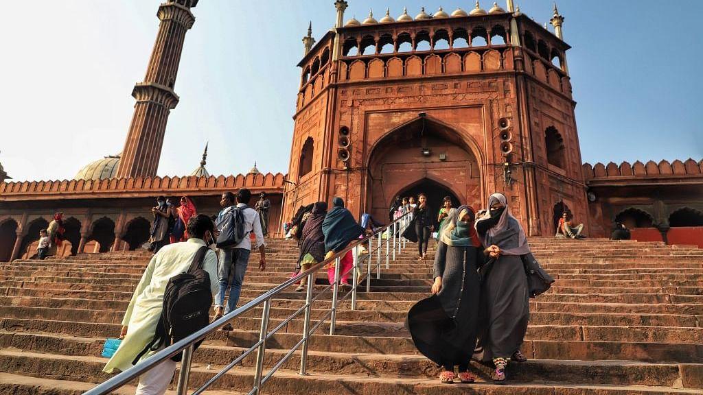 खरी-खरी: आखिर कब तक गुज़रे ज़माने पर फख्र करते हुए आधुनिक बदलाव से दूर रहेगा मुस्लिम समाज