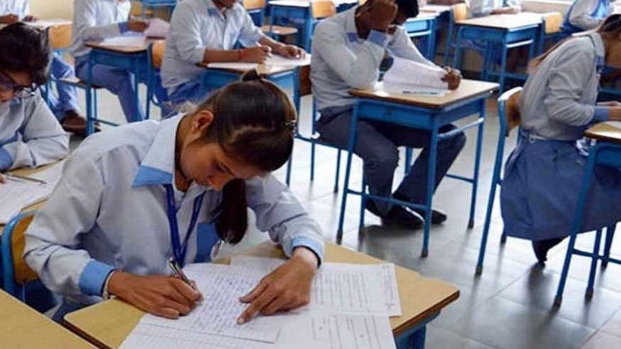 कोरोना के कहर के बीच उत्तराखंड सरकार का बड़ा फैसला, 10वीं बोर्ड की परीक्षाएं रद्द, 12वीं की स्थगित