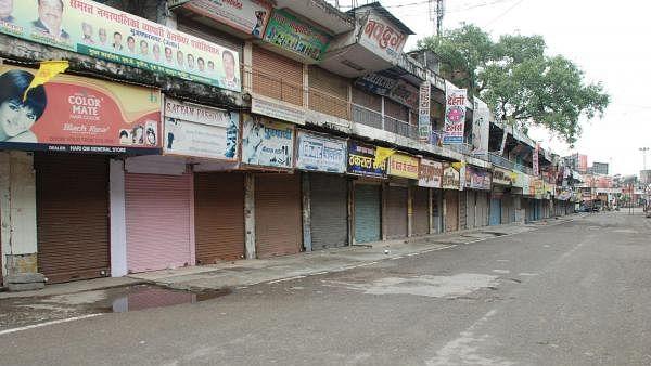 बिहार में लॉकडाउन का दिखा असर, सड़कें सूनी, दुकानें बंद, बेवजह घर से निकलने वालों पर लगा जुर्माना