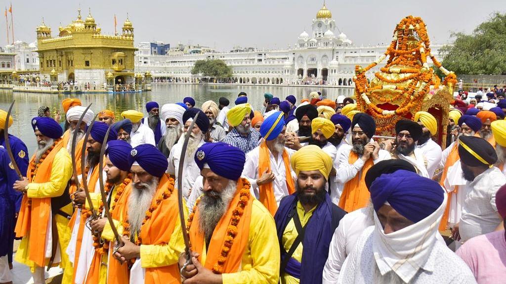 राम पुनियानी का लेख: मुगल शासकों और सिख गुरुओं का टकराव सत्ता संघर्ष था न कि इस्लाम और सिख धर्म का