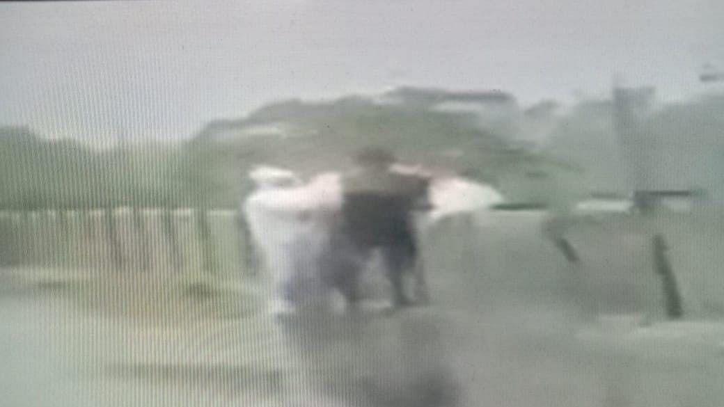 यूपी में मानवता को शर्मसार करने वाली घटना, कोरोना से हुई थी मौत, PPE किट पहनकर पुल से नदी में फेंकी लाश