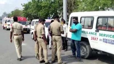 आंध्र प्रदेश के कोरोना मरीजों को रोकने पर तेलंगाना हाईकोर्ट सख्त, पूछा- सीमा पर किसके आदेश से एंबुलेंस रोके गए