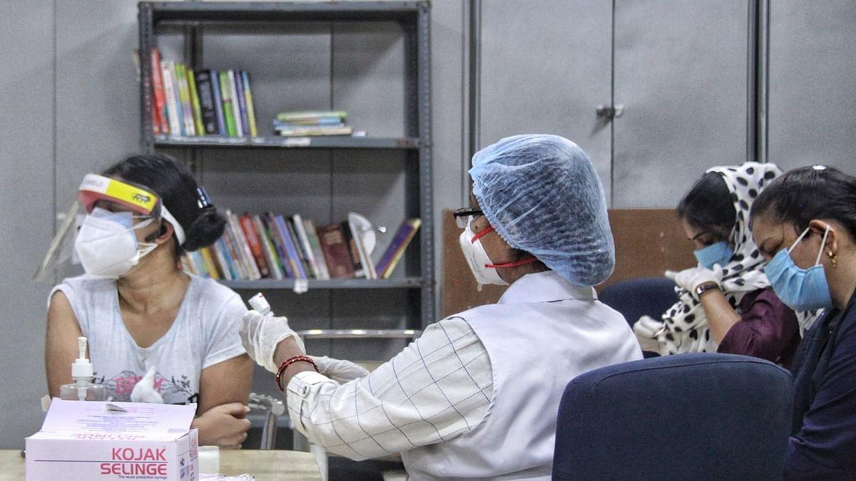 कोरोना से जंग: वैक्सीनेशन के लिए बिना अपॉइंटमेंट पहुंचे युवाओं को लौटना पड़ रहा है वापस
