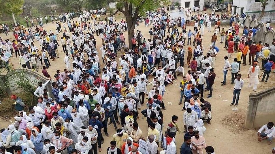 उत्तर प्रदेश में धरी रह गई सुप्रीम कोर्ट की सख्ती, पंचायत चुनाव काउंटिंग में जमकर उड़ी कोरोना नियमों की धज्जियां
