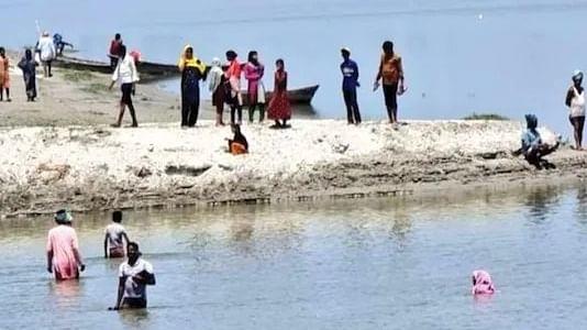 यूपी के ग्रामीण इलाकों में वैक्सीन को लेकर दहशत, बाराबंकी में टीका से बचने के लिए नदी में कूदे ग्रामीण