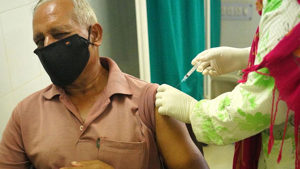 आरटीआई से खुलासा: वैक्सीन पर अभी तक केंद्र ने खर्च किए सिर्फ ₹4,488 करोड़, जबकि प्रावधान था ₹35,000 करोड़ का
