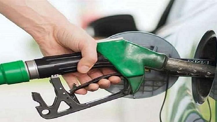 देश में फिर बढ़े तेल के दाम, पेट्रोल 100 के पार, जानें आपके शहर में क्या है नई कीमत