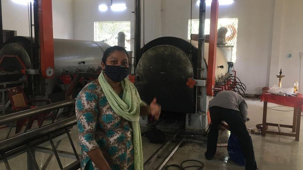केरल में हिंदुओं के श्मशान में मुस्लिम महिला कर रही काम, आलोचनाओं के बाद भी अड़ी रहीं अपने फैसले पर