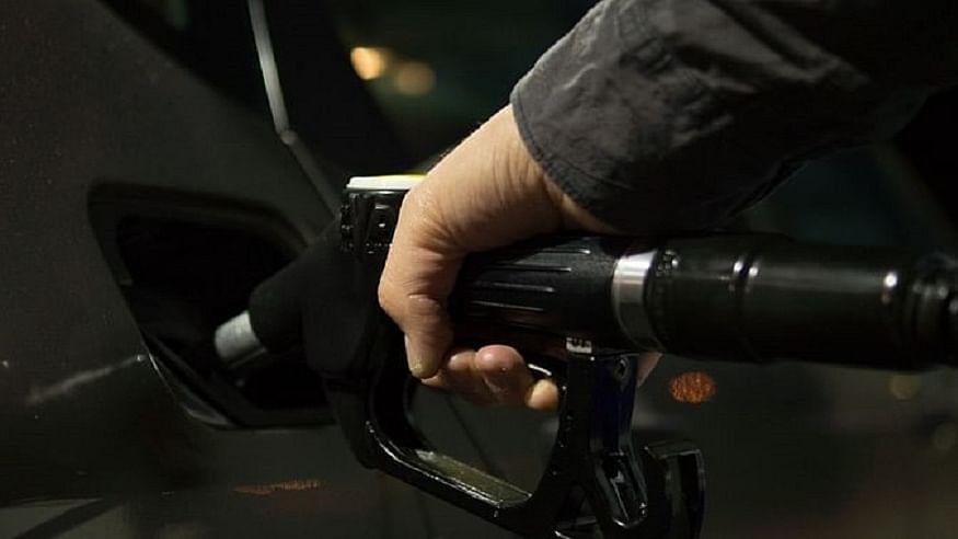 कोरोना के कहर के बीच देश की जनता को फिर लगा महंगाई का झटका, फिर बढ़े पेट्रोल-डीजल के दाम, जानें नई कीमत