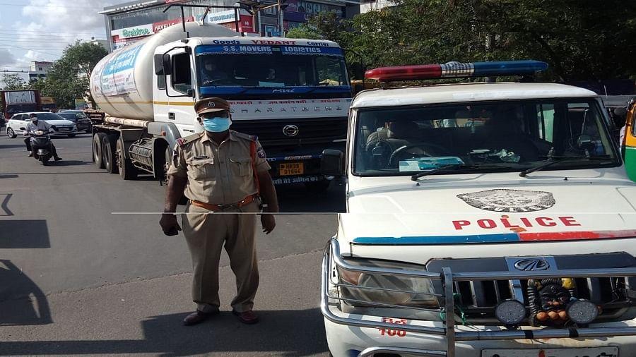 आंध्रप्रदेश में ऑक्सीजन टैंकर लापता, अटकी 400 मरीजों की जान, पुलिस ने खोजकर बचाई कई जिंदगी