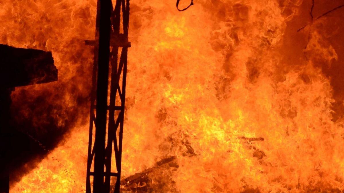 गुजरात में भरूच के कोविड अस्पताल में आग लगने से 16 मरीजों और 2 नर्सों की मौत, बिना फायर एनओसी के चल रहा था अस्पताल