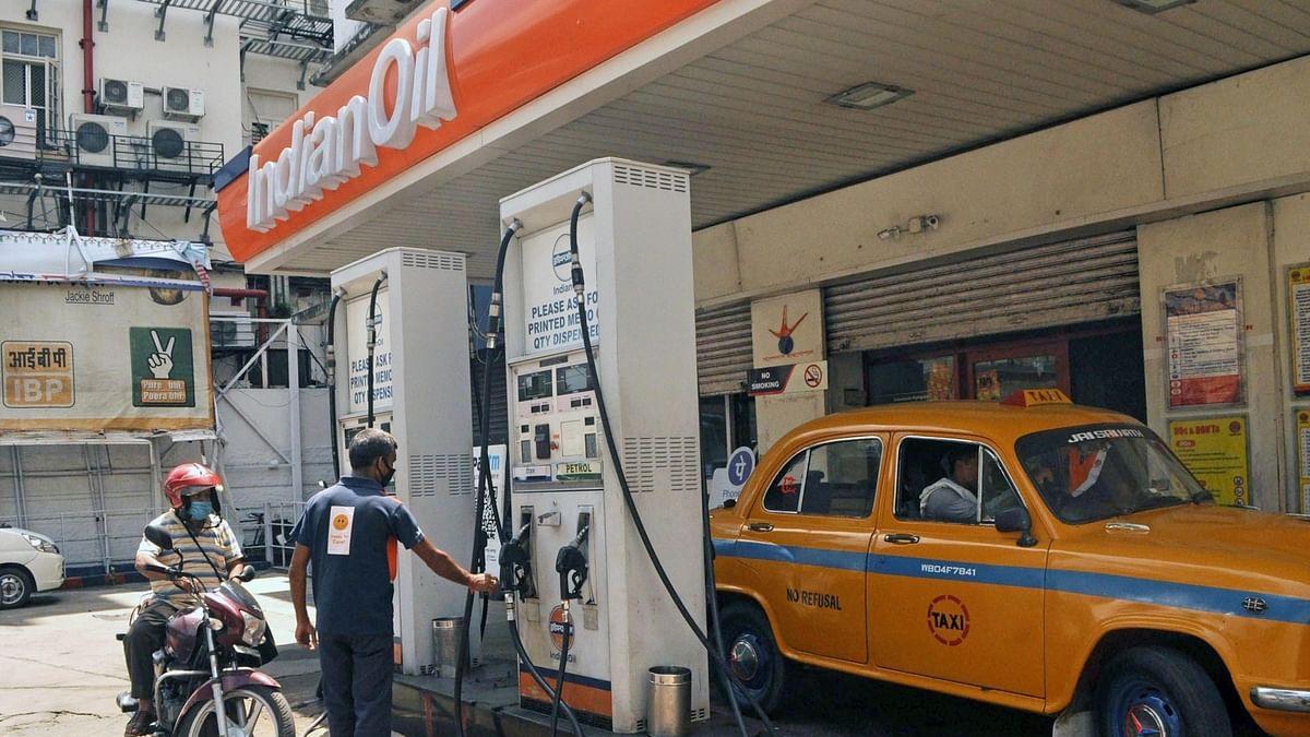 मुंबई में शतक लगाने के करीब पेट्रोल, डीजल में भी लगी आग