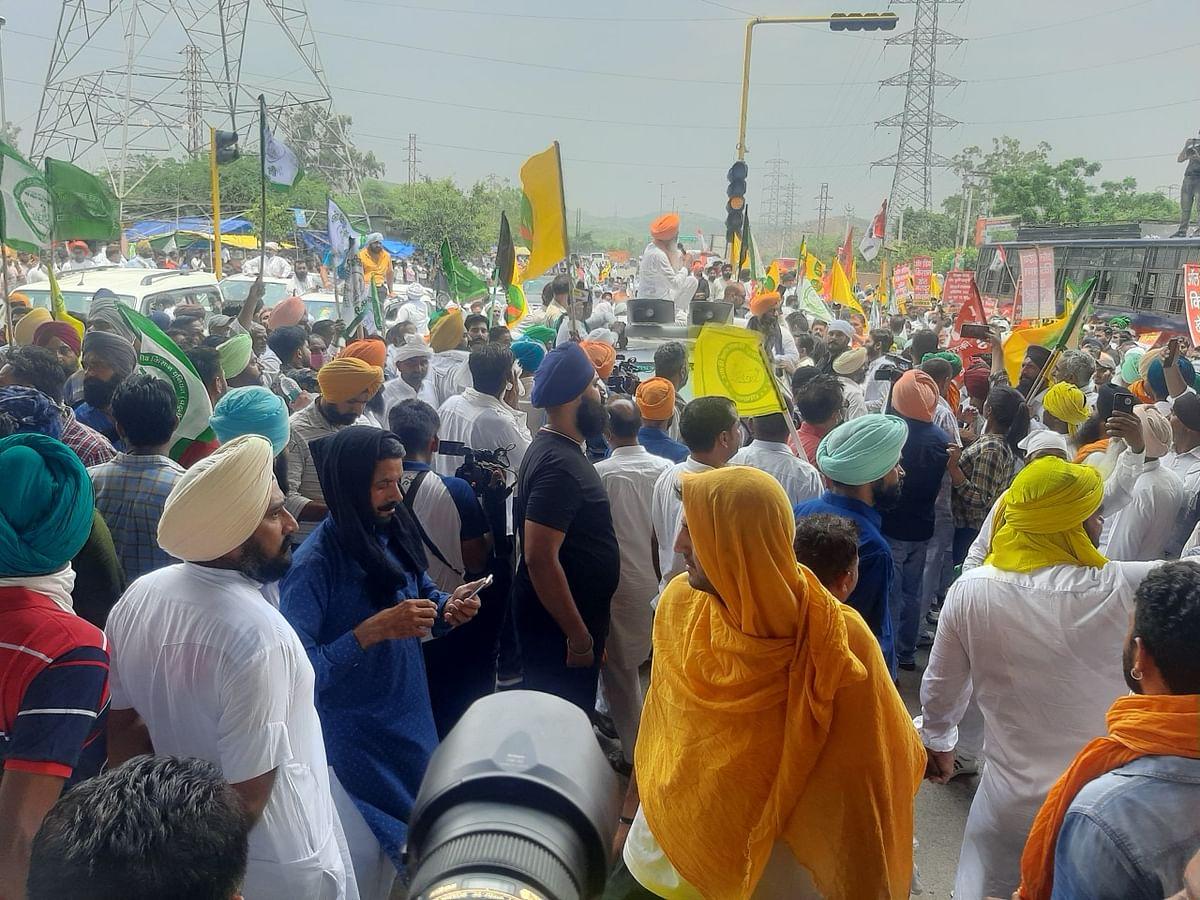हरियाणाः पंचकूला की सड़कों पर किसान आंदोलन ने लिखी नई इबारत, अन्नदाताओं ने बताया- न मुट्ठी भर हैं और न थके हैं