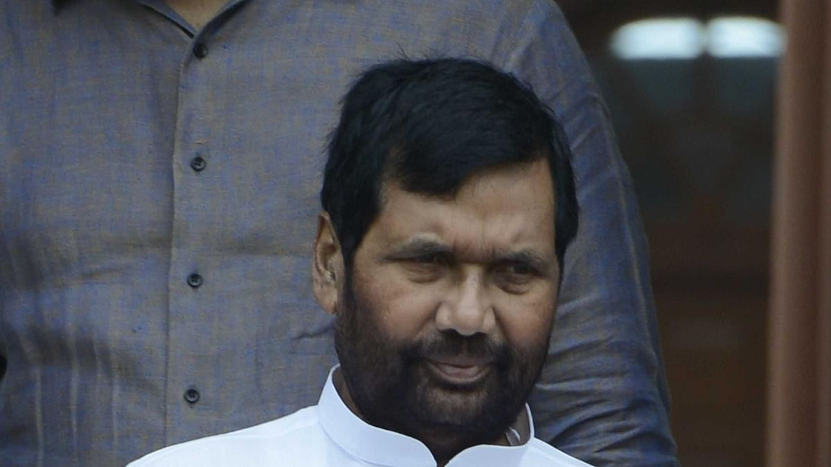 बिहार: LJP में पार्टी को लेकर दोनों गुटों में तकरार जारी, रामविलास पासवान के जन्मदिन पर दिखाएंगे अपनी 'ताकत'!