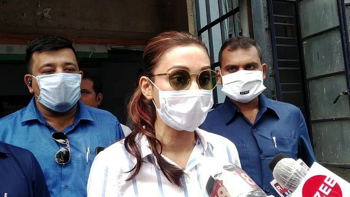 कोलकाता में फर्जी वैक्सीनेशन ड्राइव, TMC सांसद मिमी चक्रवर्ती ने किया भंडाफोड़