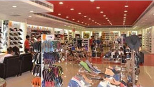 अर्थ जगत की 5 बड़ी खबरें: मई में खुदरा बिक्री 79 प्रतिशत नीचे गिरी और HDFC बैंक का मोबाइल ऐप डाउन
