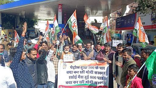 बेतहाशा बढ़ती तेल कीमतों और केंद्र की जनविरोधी नीतियों के खिलाफ कांग्रेस का आज देशव्यापी आंदोलन,