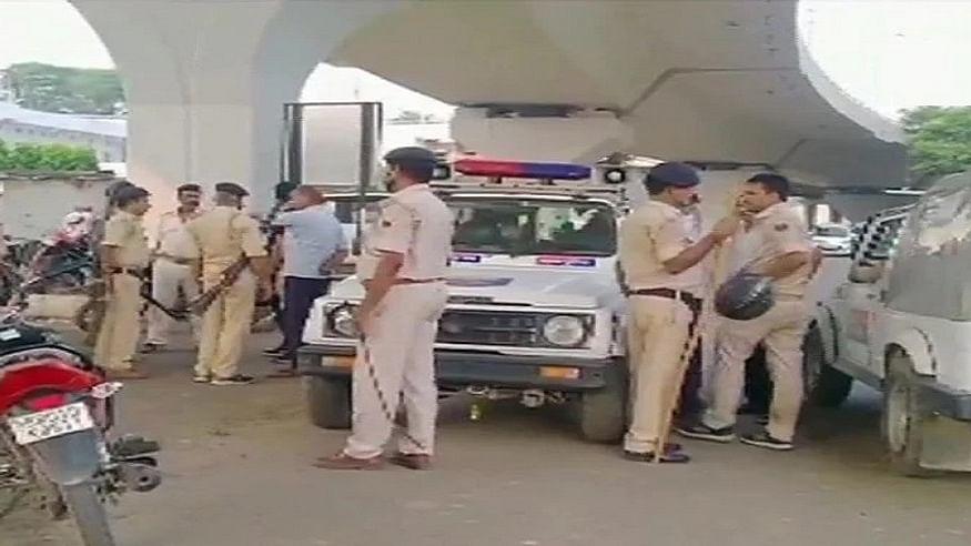 बिहार: हाजीपुर में बेखौफ अपराधियों का तांडव! कर्मचारियों को बंधक बनाकर बैंक से की 1.19 करोड़ की लूट, तलाश जारी