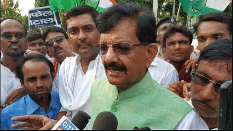 बिहार कांग्रेस ने लोगों के मुफ्त टीकाकरण की मांग की, राष्ट्रपति के नाम राज्यपाल से मिलकर सौंपा ज्ञापन