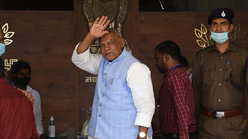'मांझी के लिए महागठबंधन के दरवाजे खुले', तेज प्रताप के बयान ने बिहार का सियासी पारा चढ़ाया