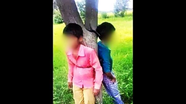 योगीराज में दलितों पर अत्याचार! जामुन तोड़ने पर लड़कों की पेड़ से बांधकर की घंटों तक पिटाई, मांगते रहे दया की भीख