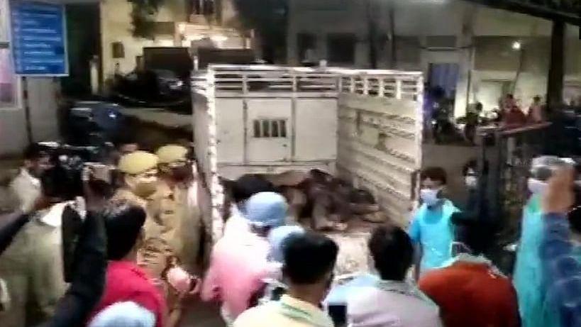 बड़ी खबर LIVE: कानपुर में भीषण सड़क हादसे में 17 लोगों की मौत, पीएम मोदी ने मुआवजे का किया ऐलान