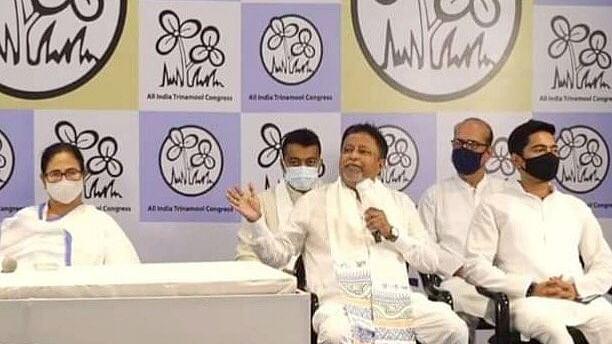 पश्चिम बंगाल में हार के बाद बीजेपी को एक और बड़ा झटका, मुकुल रॉय ने TMC में की घरवापसी