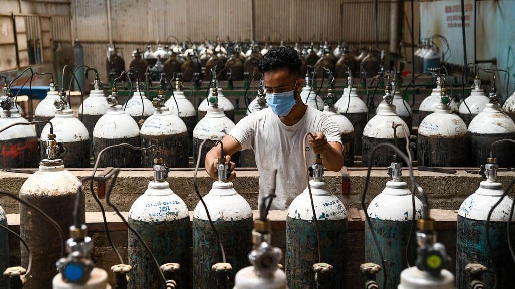 ऑक्सीजन ऑडिट रिपोर्ट को AAP ने बताई झूठी,  4 गुना ज्यादा ऑक्सीजन डिमांड करने का केजरीवाल सरकार पर आरोप