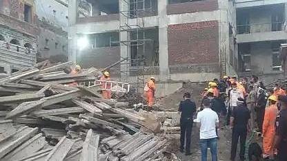 पीएम मोदी के संसदीय क्षेत्र में बड़ा हादसा, काशी विश्वनाथ परिसर में इमारत के गिरने से 2 लोगों की मौत, 7 घायल