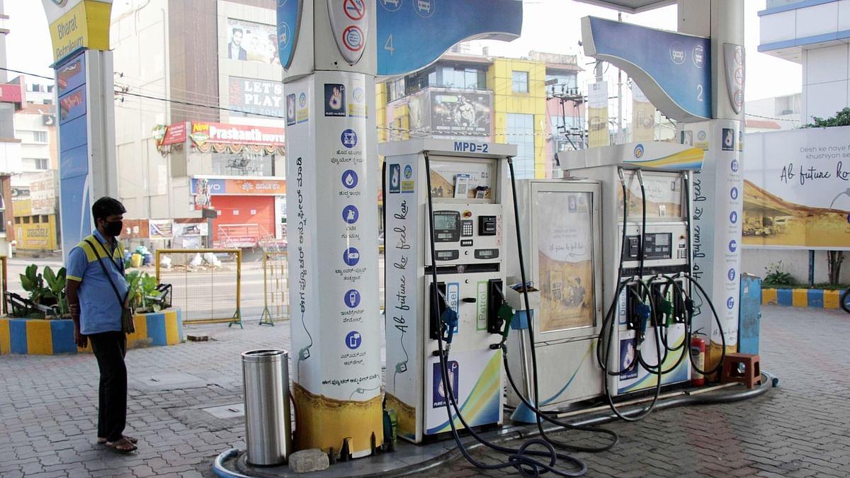 देश में महंगाई की मार जारी, कोरोना महामारी के दौरान ईंधन की कीमतों में 8.50 रुपये प्रति लीटर की बढ़ोतरी