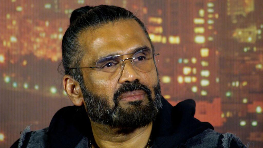 सुनील शेट्टी की बिल्डिंग में कोरोना अटैक! BMC ने सील की इमारत, परिवार संग इसी घर में रहते हैं अभिनेता
