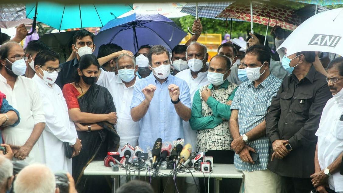 राहुल गांधी का मोदी सरकार पर हमला, कहा- मत करो संसद का समय बर्बाद, करने दो महंगाई-किसान और पेगासस की बात