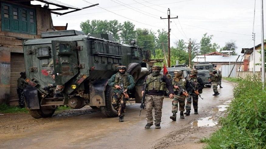 जम्मू कश्मीर: कुलगाम में सुरक्षाबलों और आतंकियों के बीच मुठभेड़, एक दहशतगर्द ढेर, सर्च ऑपरेशन जारी