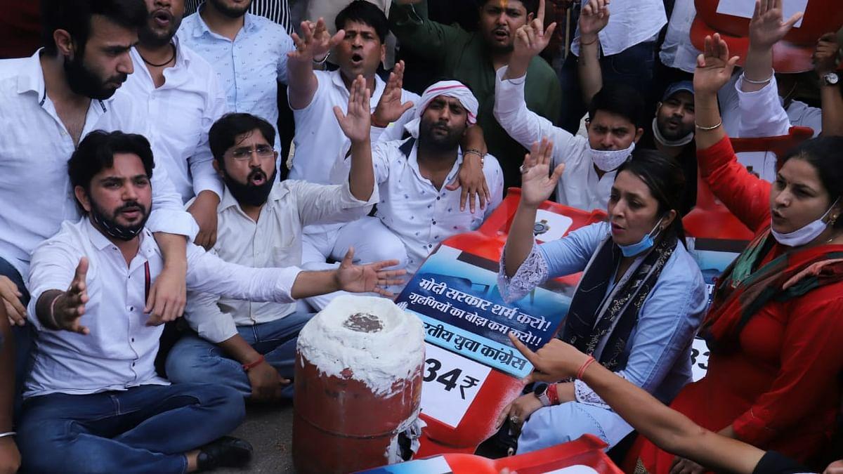 'BJP ने सत्ता में आने के बाद से सिर्फ जनता को लूटा', महंगाई को लेकर मोदी सरकार के खिलाफ युवा कांग्रेस का हल्ला बोल