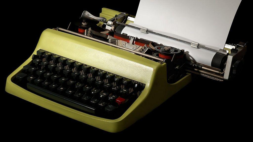 विष्णु नागर का व्यंग्यः लैपटॉप-मोबाइल के बाद टाइपराइटर से सत्ता में खौफ, छुपाकर विरोध में लिखने का शक!