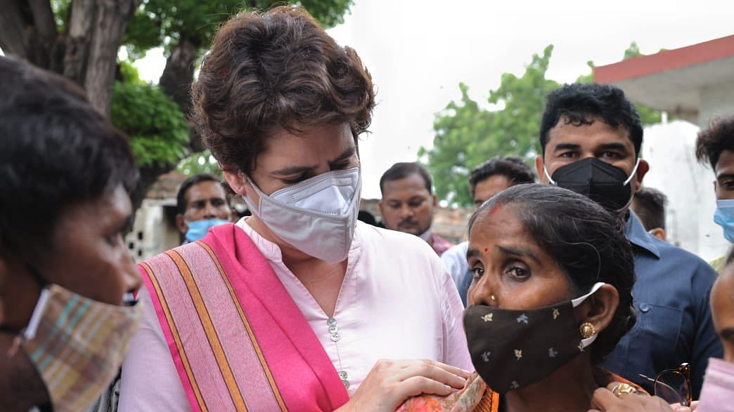प्रियंका गांधी की हुंकार, कहा- लोकतंत्र का चीरहरण करने वाले बीजेपी के गुंडे कान खोलकर सुन लें, अब महिलाएं...