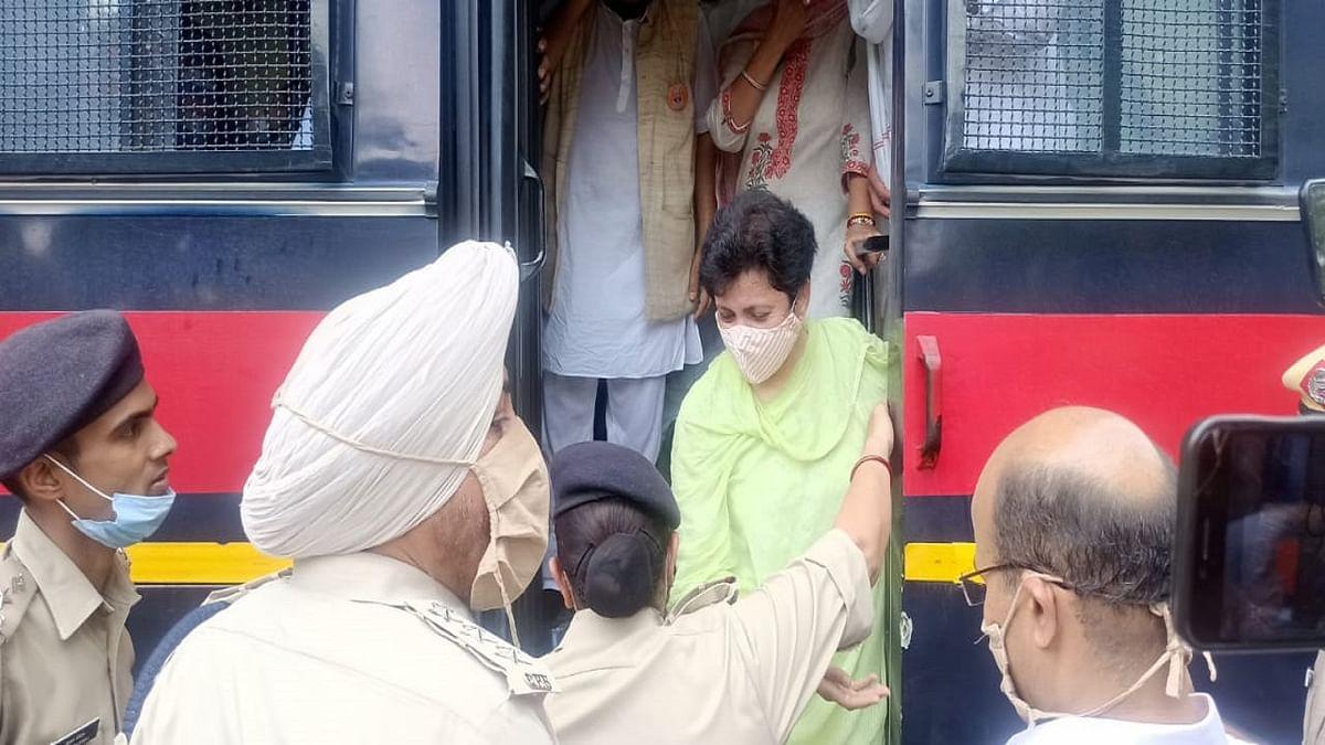 जासूसी कांड: मोदी सरकार के खिलाफ हरियाणा कांग्रेस का हल्ला बोल! कुमारी सैलजा समेत हिरासत में कई नेता, राजभवन कर रहे थे कूच