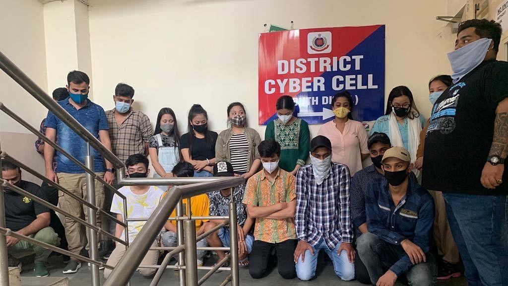 फर्जी कॉल से सावधान! दिल्ली में एक और फर्जी कॉल सेंटर का भंडाफोड़, 19 लोग गिरफ्तार