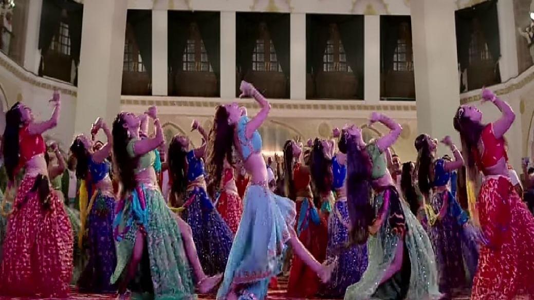सिनेजीवन: अजय देवगन की वेब सीरिज '6 सस्पेक्ट्स' की घोषणा और 'कोका कोला' गाने पर नोरा के ठुमकों ने मचाई खलबली!