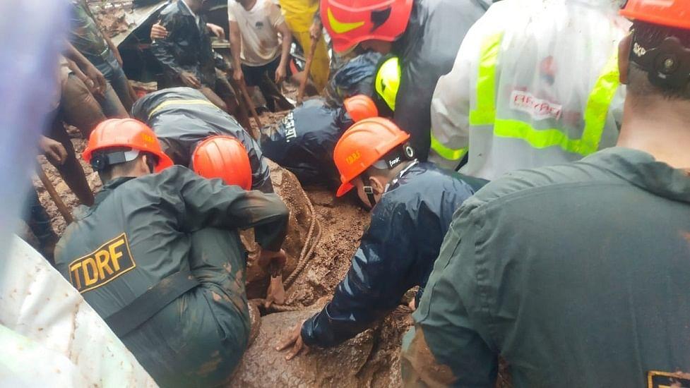 महाराष्ट्र के ठाणे में भूस्खलन से एक ही परिवार के 5 लोगों की मौत, मलबे से 3 लोगों को बचाया गया