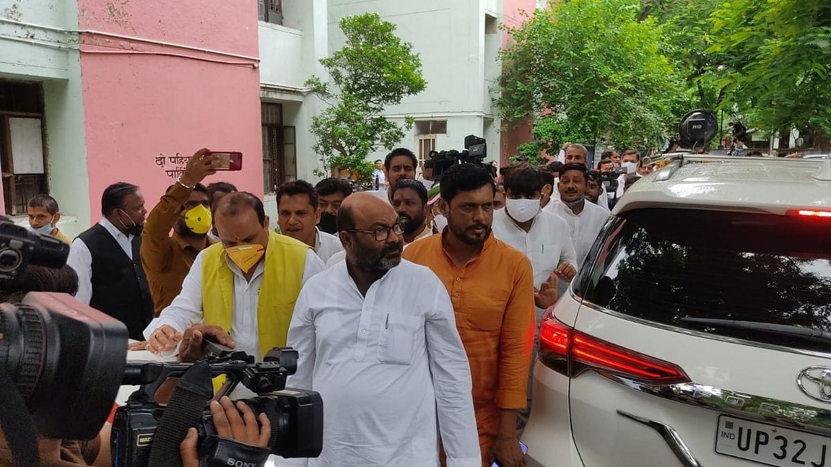 पेगासस जासूसी कांड पर कांग्रेस के विरोध से डरी योगी सरकार! अजय लल्लू समेत कई नेता गिरफ्तार, कार्यकर्ताओं ने की नारेबाजी