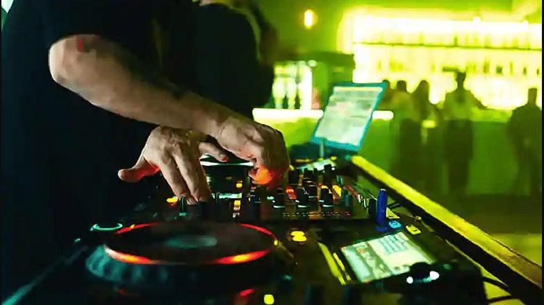 यूपी में फिर गूंजेगा DJ का शोर, सुप्रीम कोर्ट ने इलाहाबाद हाईकोर्ट के आदेश को पलटा
