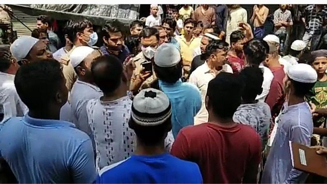 उत्तर प्रदेशः मेरठ में मस्जिद की दीवार गिरने से 2 की मौत, 9 लोग बुरी तरह घायल, नमाज के फौरन बाद हुआ हादसा